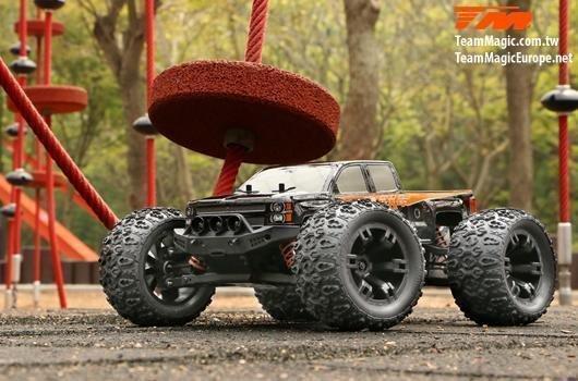 Auto - 1/10 Monster Truck Elektrisch - 4WD - RTR - Brushless - Wasserdicht - Team Magic E5 - Silver Karosserie / TM510001S
